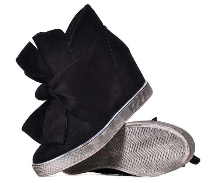 Czarne zamszowe botki damskie na koturnie