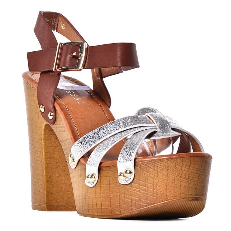 9616f8c3 ... drewnianym obcasie srebrne · Srebrne sandały damskie na obcasie chodaki  drewniaki ...