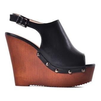 Czarne buty na koturnie na lato