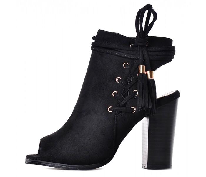 Czarne buty z odkrytymi palcami