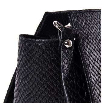 Mała czarna torebka skórzana kopertówka