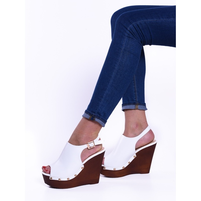 ec52c7babe63ce Białe buty damskie na koturnie na lato