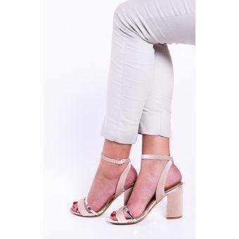 Zamszowe sandały damskie na słupku beżowe