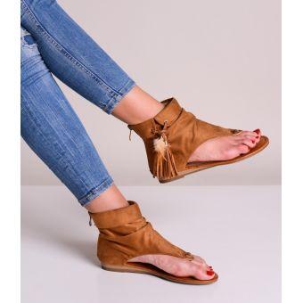 Zamszowe sandały damskie z frędzlami boho