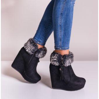 Czarne buty damskie na koturnie z kożuszkiem