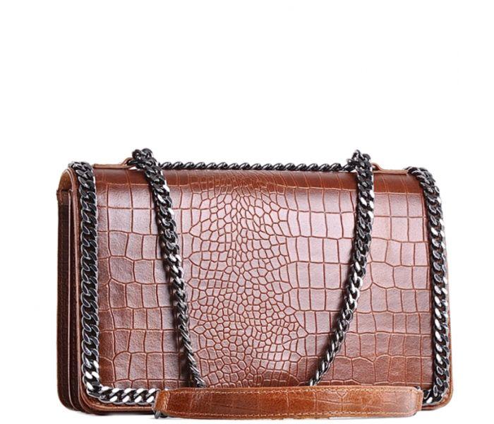 6a19be8f3c49d Elegancka damska torebka skórzana lakierowana na łańcuszku