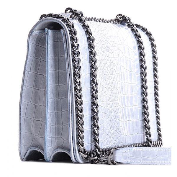 Lakierowana torebka skórzana kopertówka na łańcuszku