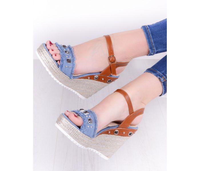 Jeansowe sandały na koturnie z cyrkoniami