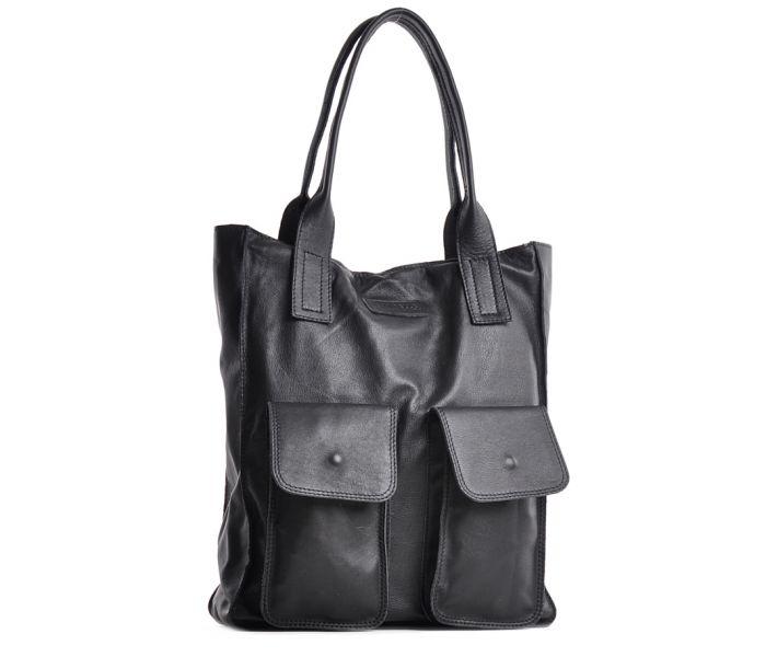 Czarna torebka skórzana na ramię włoska
