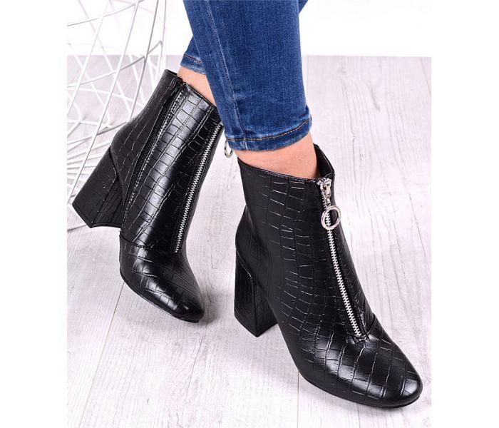Czarne buty damskie na grubym słupku