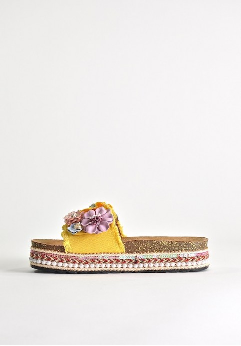 Klapki z kwiatkami żółte