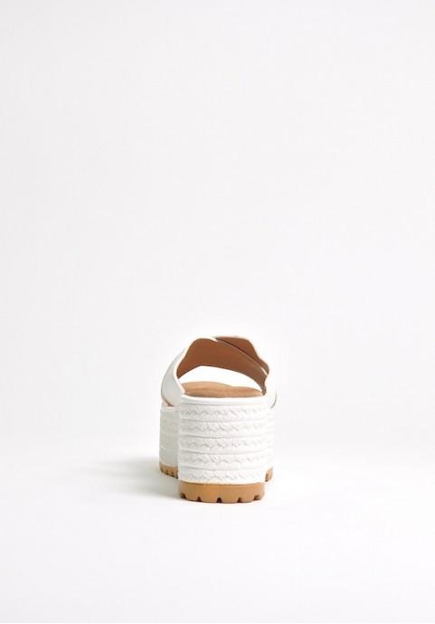 Białe klapki plażowe damskie