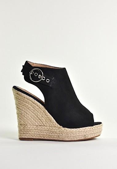 Czarne koturny sandały