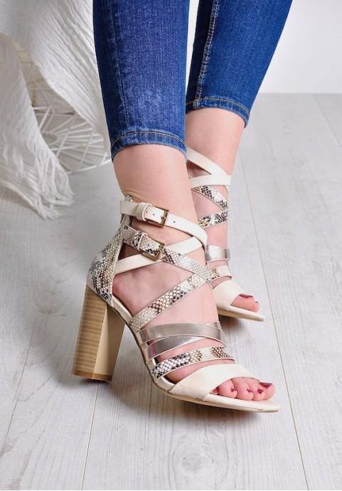 Eleganckie sandały z paskami na słupku
