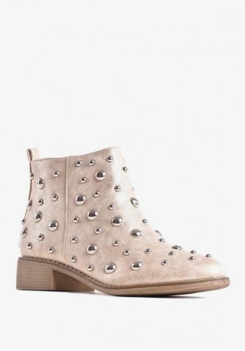 Złote buty damskie z ćwiekami