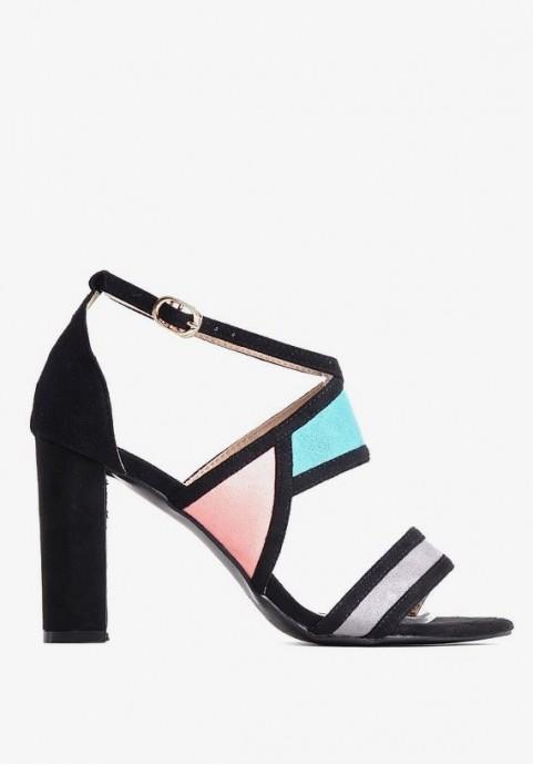 Eleganckie sandały na słupku