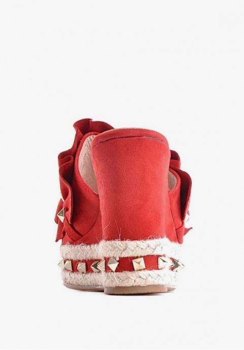 Czerwone klapki damskie na koturnie zamszowe