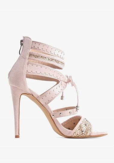 Beżowe sandały na szpilce...