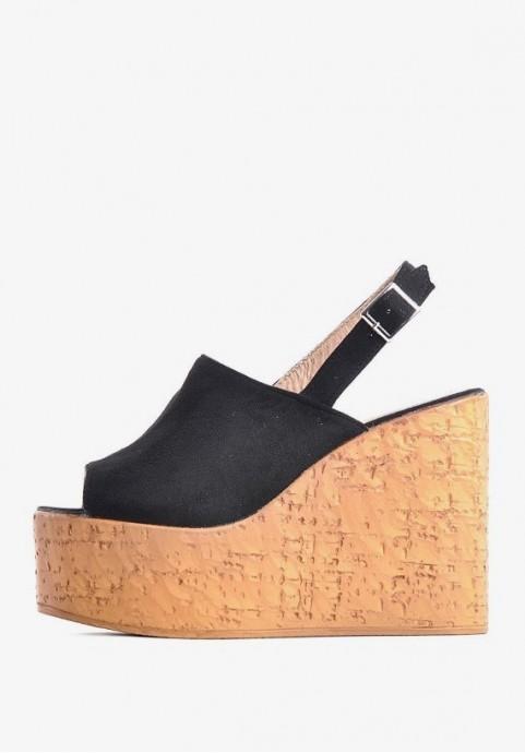 Czarne sandały na koturnie z korka