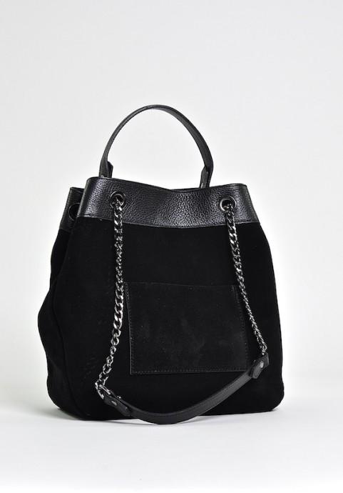 Czarna zamszowa torebka włoska na ramię