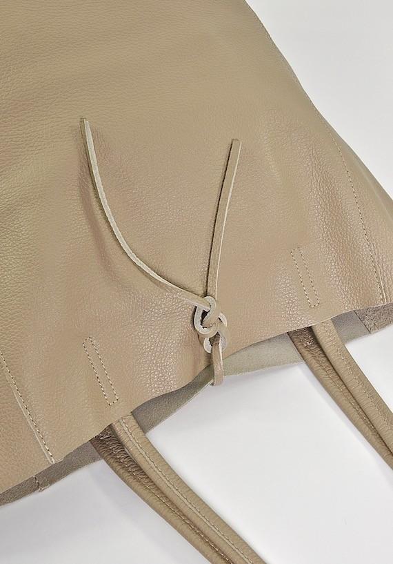 Jasna torebka skórzana damska typu worek na lato