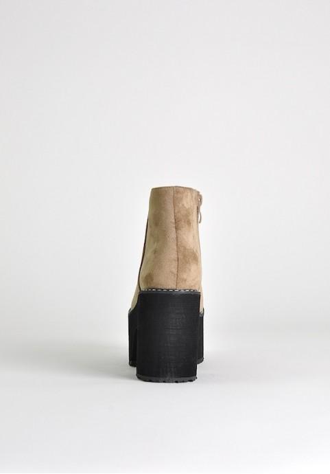 Beżowe botki na platformie zamszowe