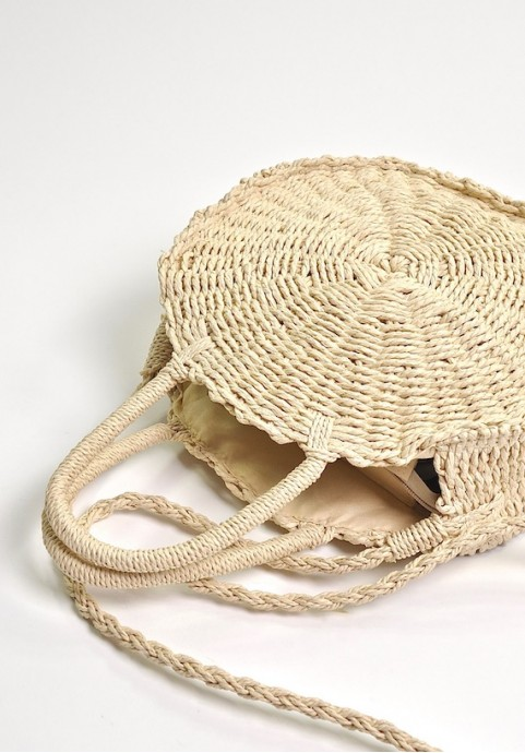 Okrągła torebka z rafii na lato