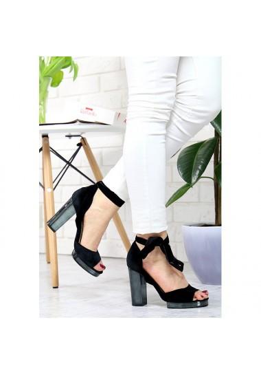 Klasyczne sandały na słupku...
