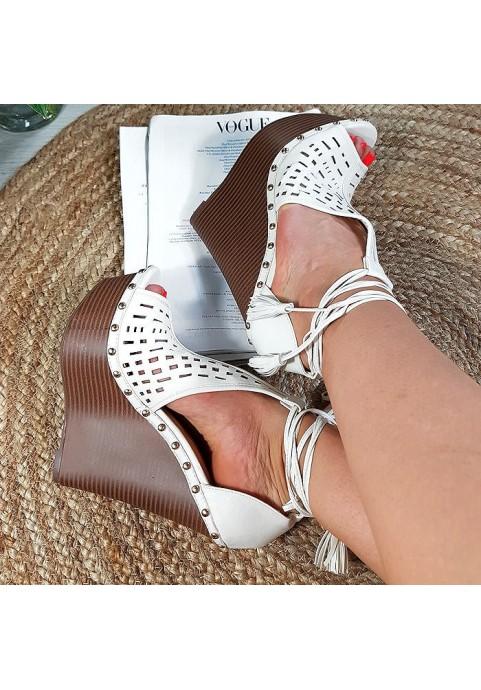 Wysokie białe sandały na koturnie 8879