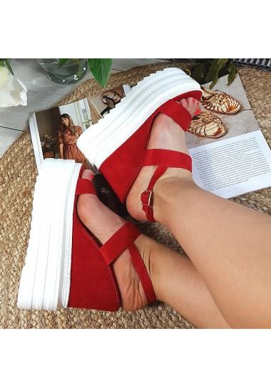 Zamszowe czerwone sandały...