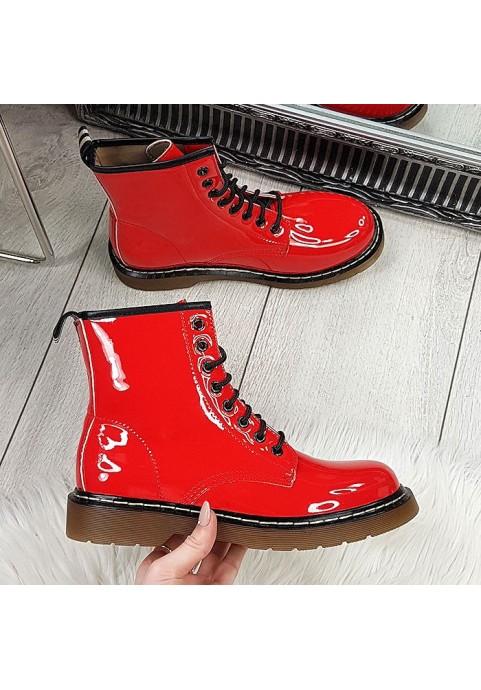 Czerwone lakierowane botki a'la martensy