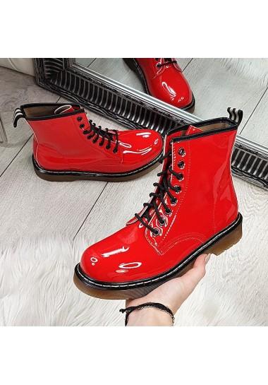 Czerwone lakierowane botki...