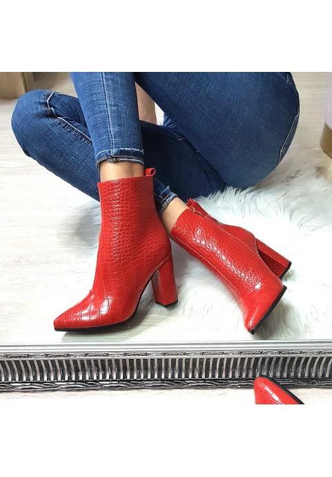Eleganckie czerwone botki na obcasie