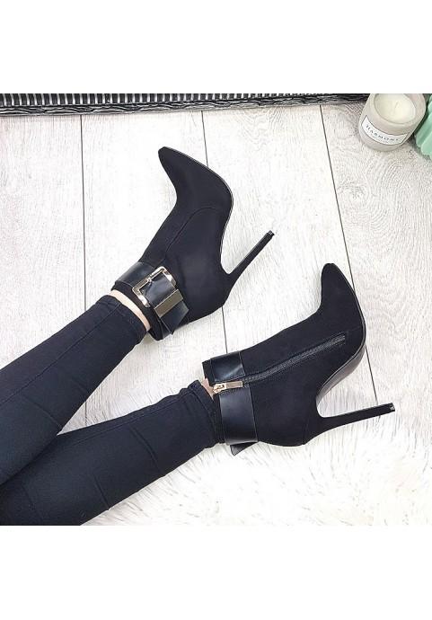 Czarne botki na szpilce z klamrą