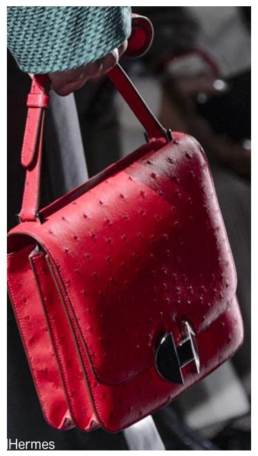 b1cbac14e13da Stylowe torebki damskie czerwone wiodą prym na wybiegach Oscara de la Renta  i Tod sa. Były tam zarówno pojemne