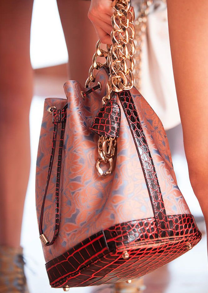 wizytowa torebka damska na łańcuszku