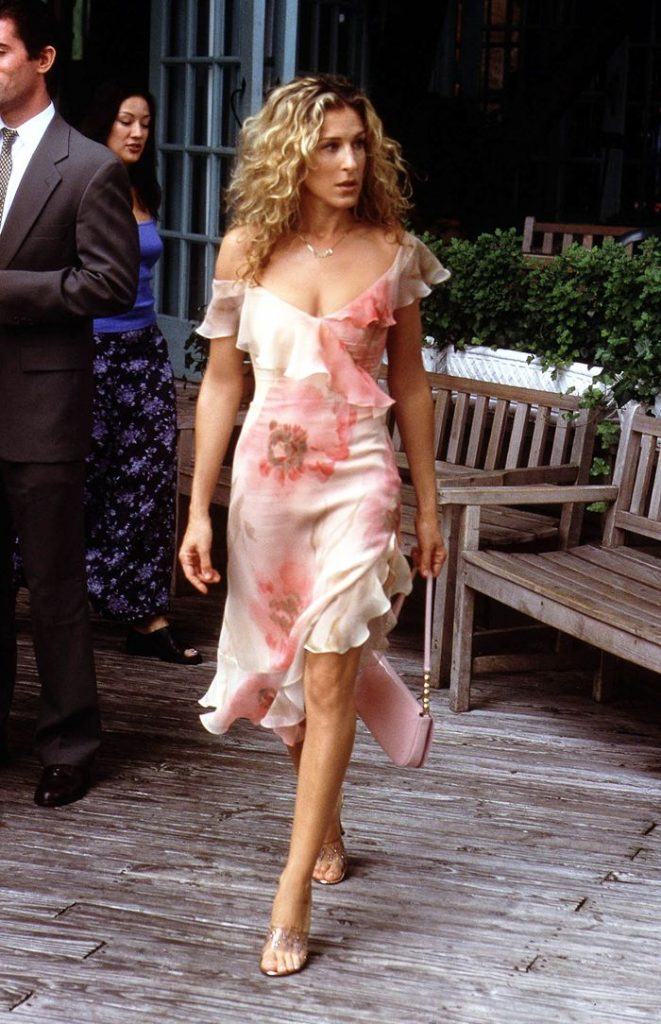 eleganckie klapki na szpilce przezroczyste Carrie Bradshaw stylizacje