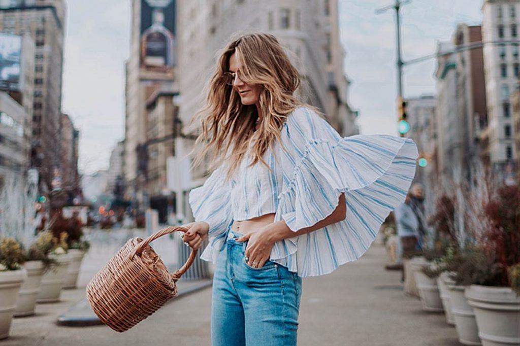 plecione torebki damskie w stylizacjach z jeansami