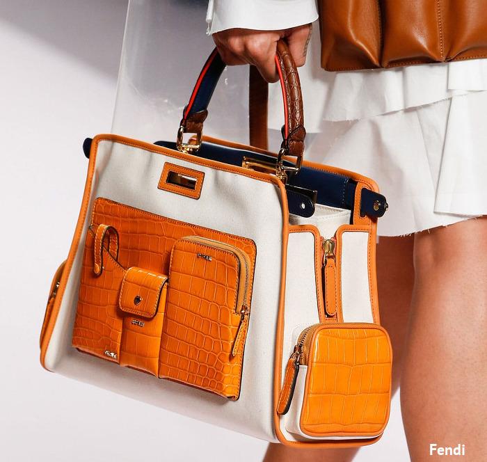 biała torebka damska z pomarańczowymi wstawkami na pokazie Fendi