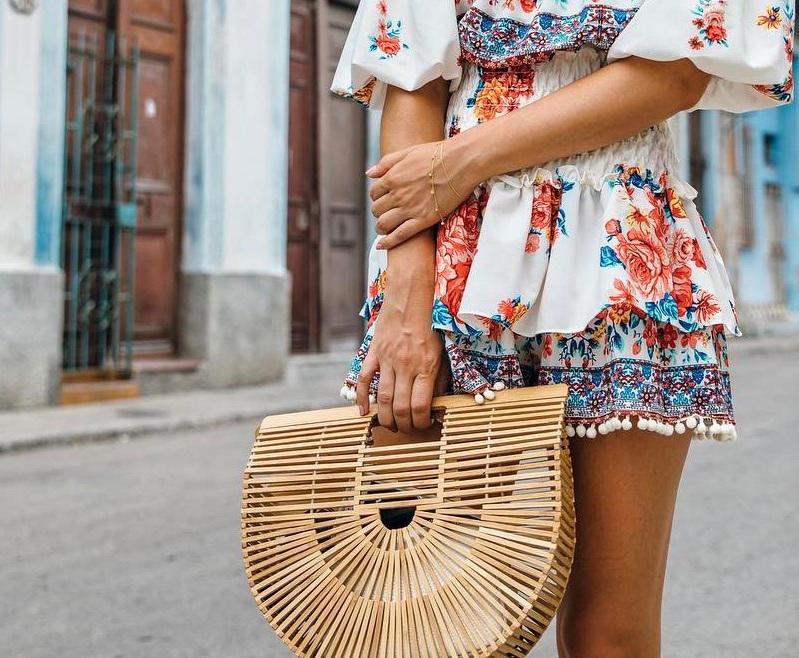 elegancka torba plażowa do kolorowej sukienki