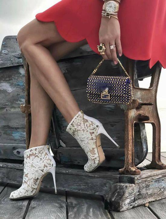 Czarna torebka i czarne buty damskie - czy zawsze w tym samym kolorze?