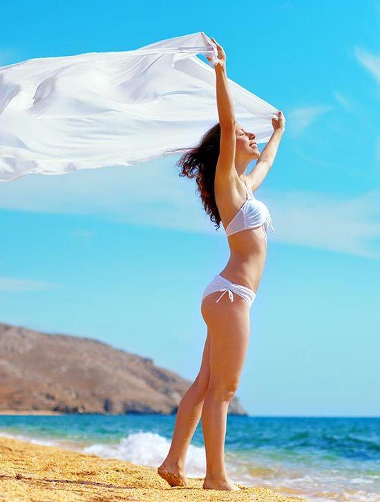 Jak wyglądać modnie na plaży?